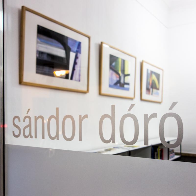Blick ins Schaufenster - Ausstellung von Sándor Dóró